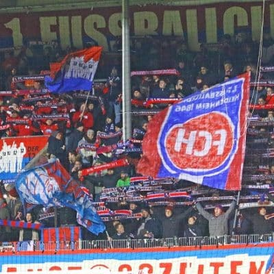 Heidenheimer Fans im Spiel gegen Holstein Kiel
