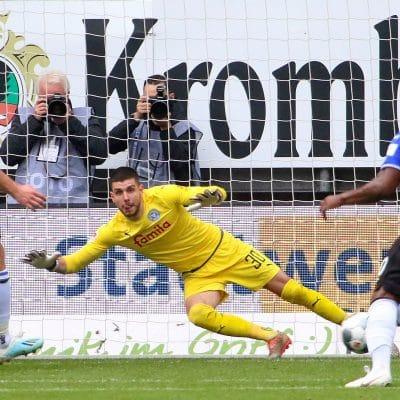 20191103 Bielefelder Hinspielführung durch den Elfmeter von Fabian Klos gegen Ioannis Gelios
