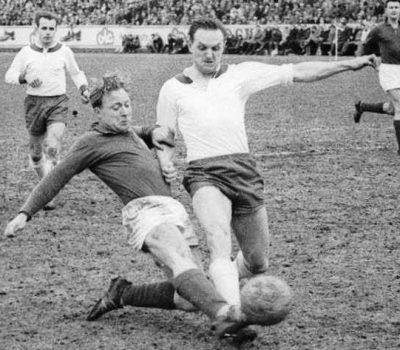 19620415 Hans Detlef Moers beim 1 zu 1 in der Oberliga Nord gegen Werder Bremen