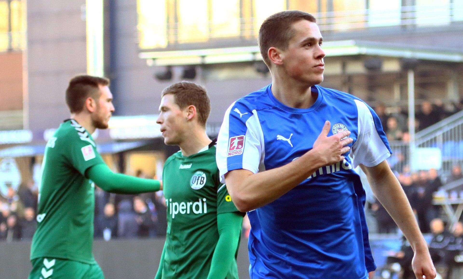 Sander jubelt nach seinem Ausgleichstreffer gegen den VfB Lübeck