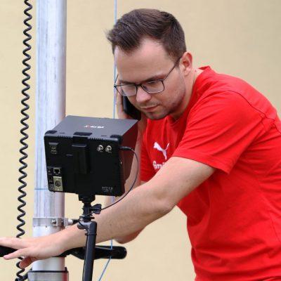 KSV-Spielanalyst Philipp Pelka prüft die Einstellung seiner Kamera