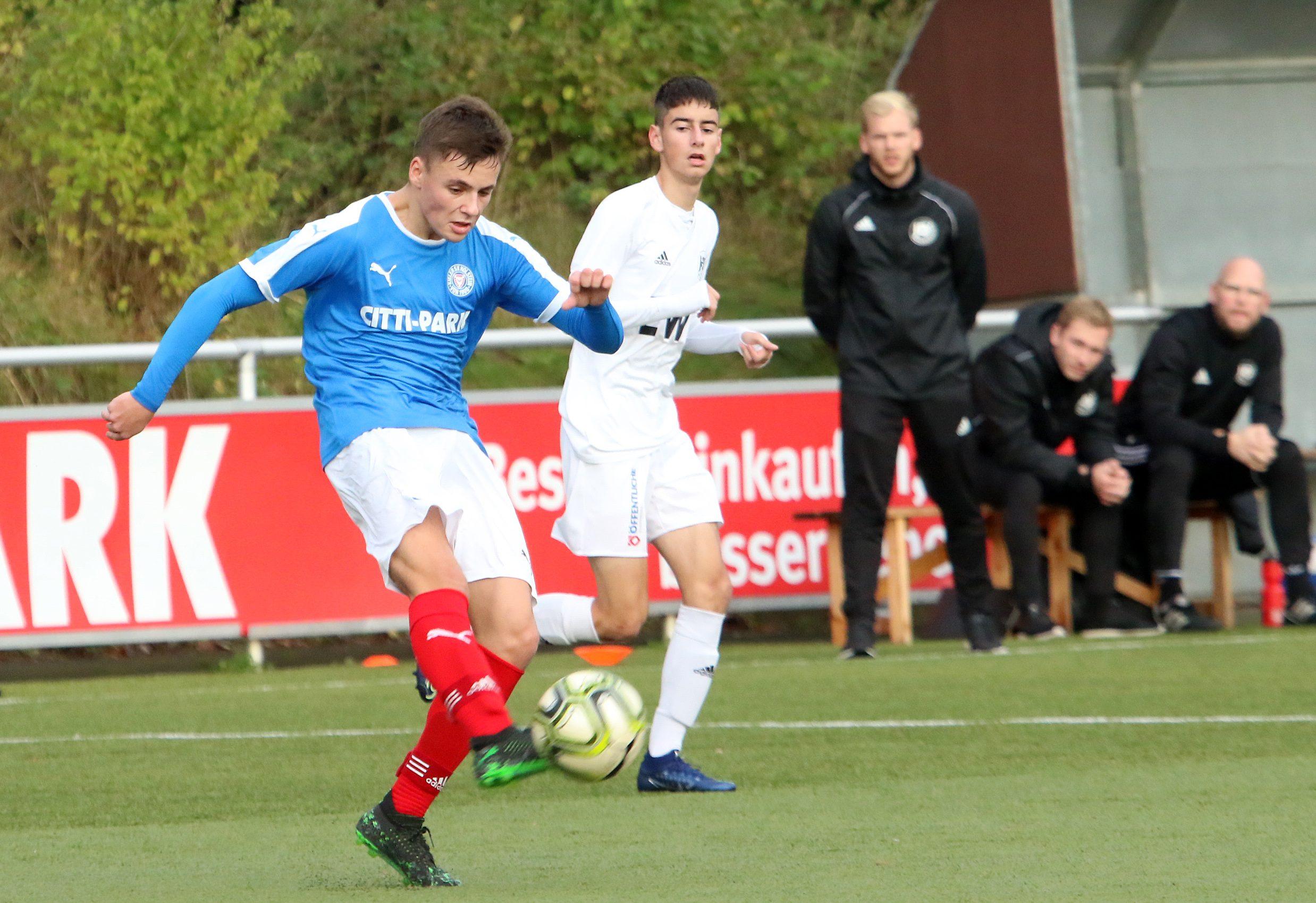 20191102 Holsteins Terje Braunschweig zieht wuchtig ab gegen JFV Nordwest