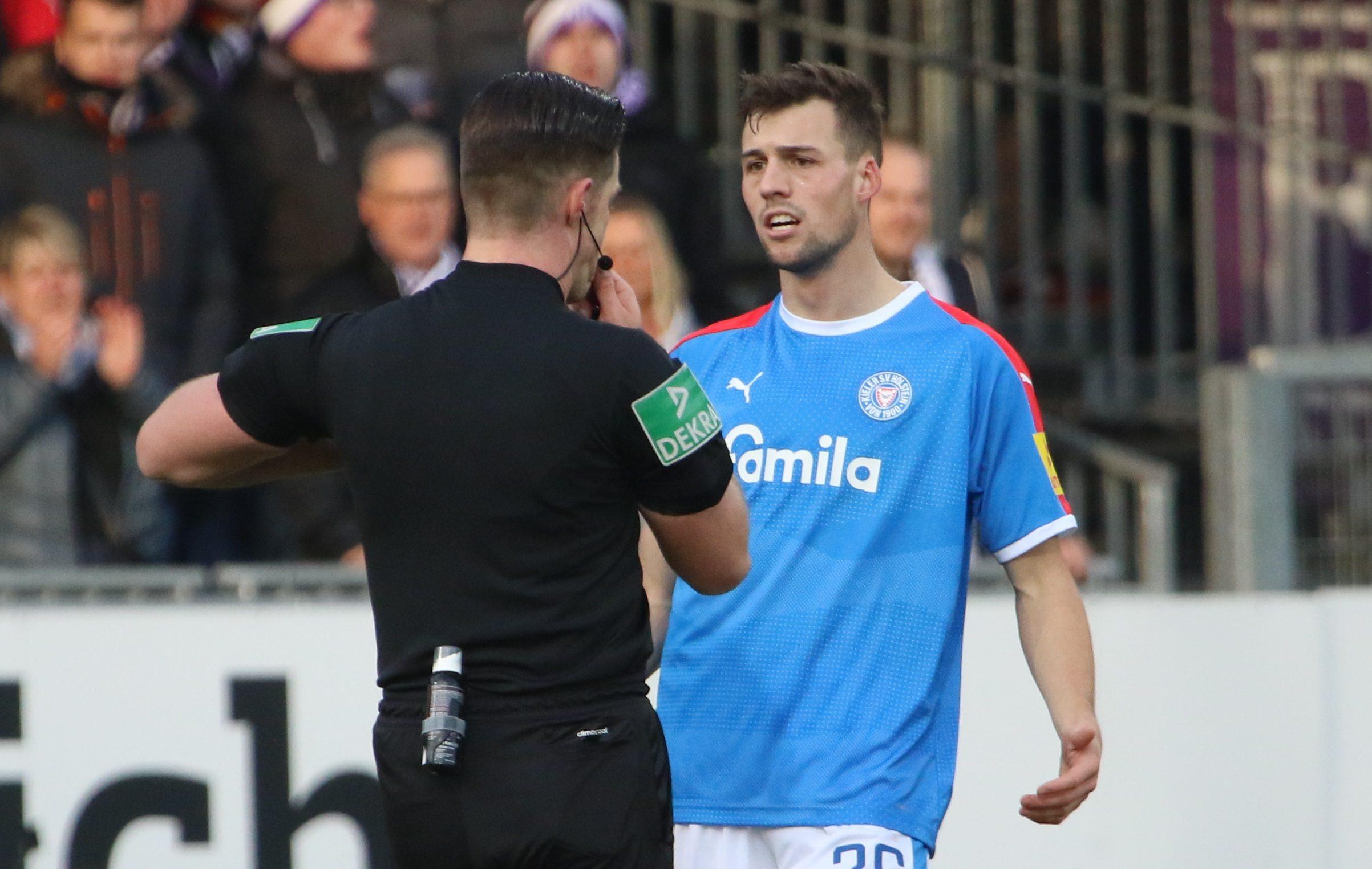 20191207 Der Schiri Sather zückt Rot gegen Jonas Meffert