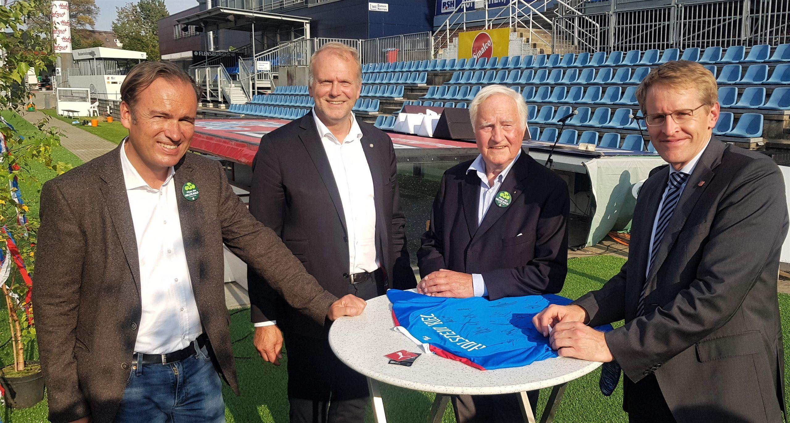 20200915 Niesing Schwenke Willer und Günther mit Holstein Trikot