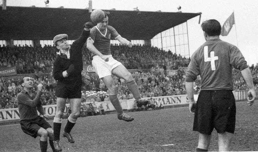 Alfred Bornemann im Mai 1957 beim 3 zu 2 Erfolg gegen Hannover 96