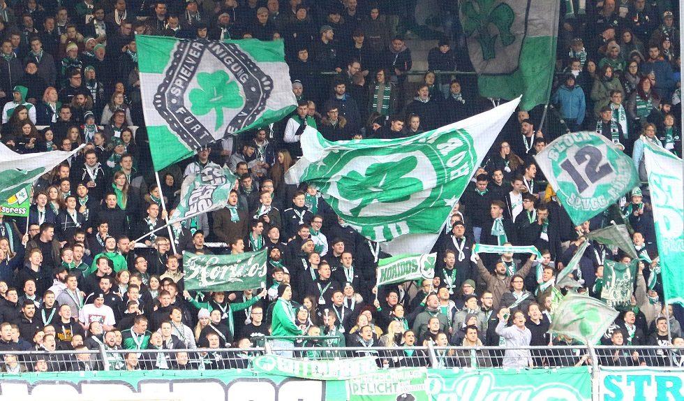 Fürther Fans im Sportpark Ronhof im Spiel gegen Holstein Kiel