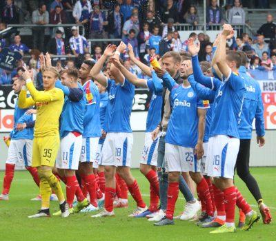Kieler Jubel nach dem Sieg gegen Karlsruhe